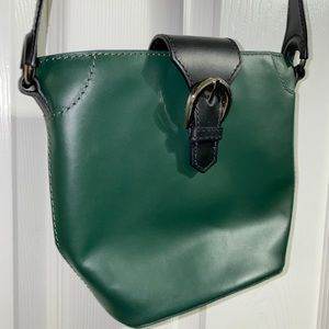 Green crossbody bag with bag straple & buckle